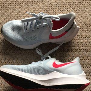 Nike Women's Zoom Winflo Running Sneaker